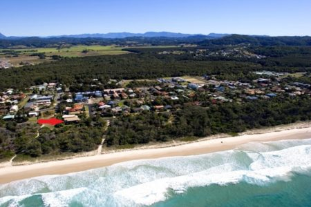 Surfside -absolute beachfront at Pottsville Beach  rated 5 stars by guests